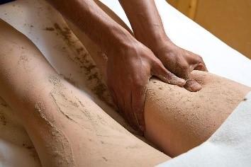 Ayurvédikus masszázs terápiák gyakorlat III. szint – Udwarthana